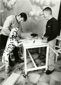 18. Jaume y Ximo Muñoz realizando la escenografía