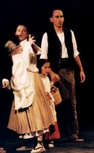 1999 Actuant amb Carme Juan i la meua filla Senina en HISTÒRIA D'UNS POCS