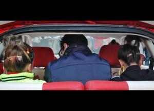 Debajo del coche están los adoquines (12)