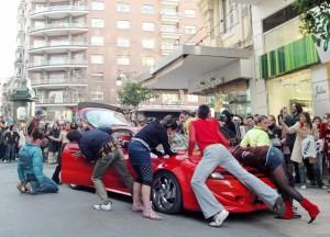 Debajo del coche están los adoquines (30)